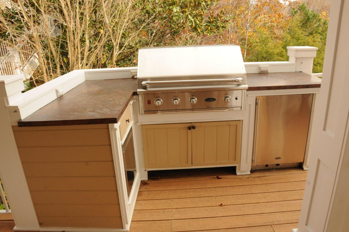 Custom Copper counter-tops on outdoor bar and grilling station