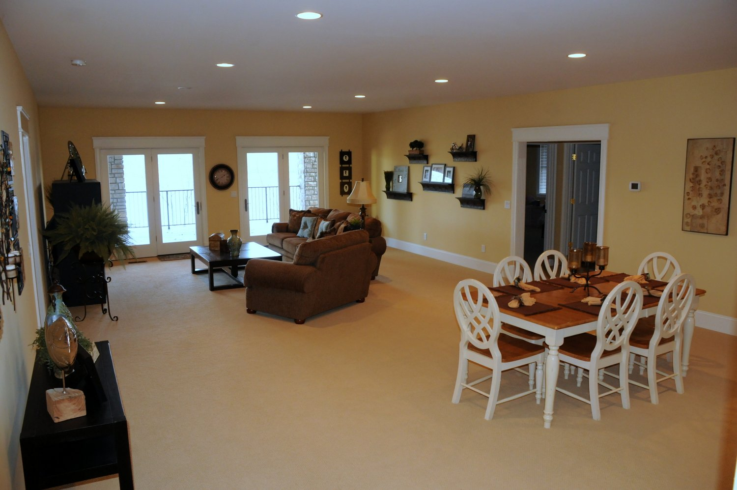 Great room with plenty of space and great views of Norris Lake