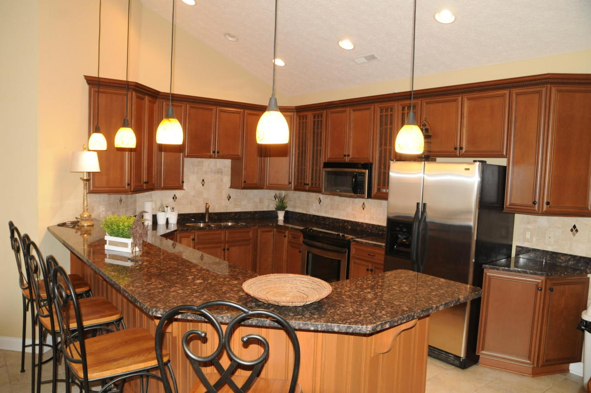 Kitchen with bar, Granite counter-tops and all Stainless Steel appliances