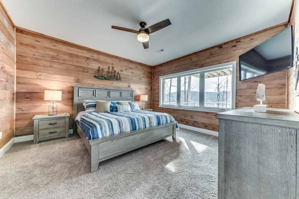 Second bedroom with great views of the mountains and lake