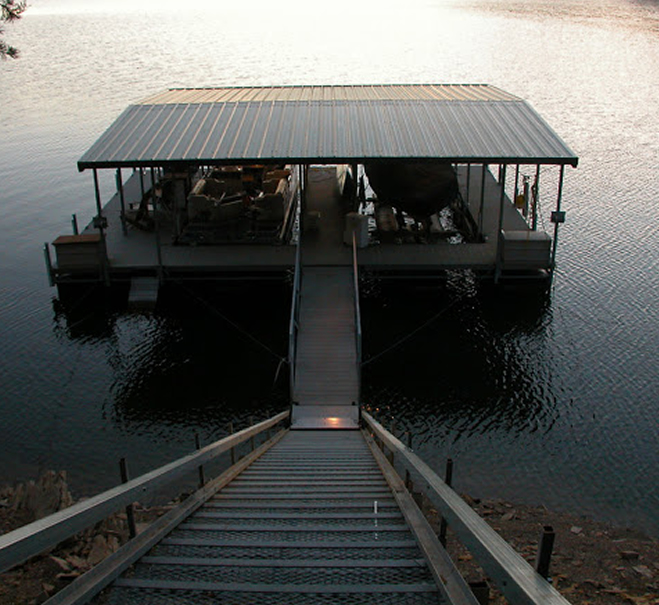 boat-dock-with-railing-system-norris-lake