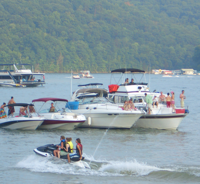 Boaters meeting on Norris Lake for Fire on the Water