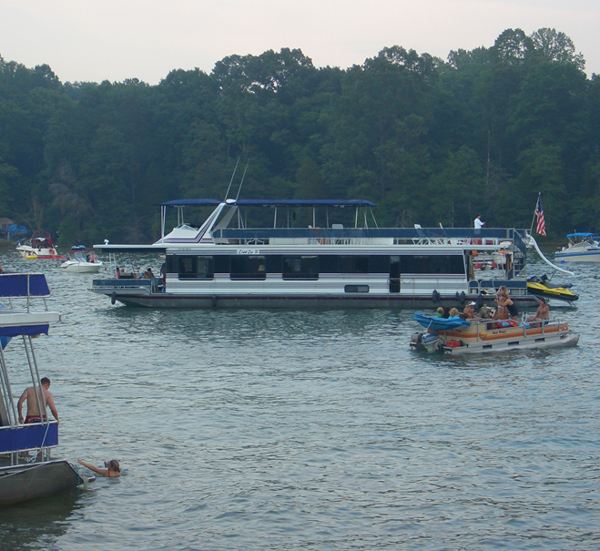Houseboats on Norris Lake