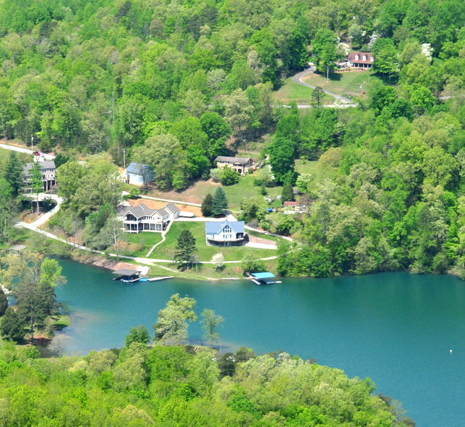 norris-crest-lake-community-on-norris-lake-lake-homes-private-boatdocks