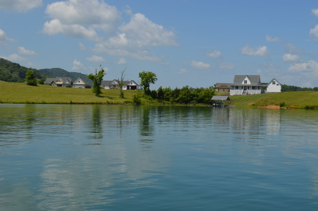 Imagine your dream vacation home on Norris Lake. This lot offers fabulous lake and mountain views