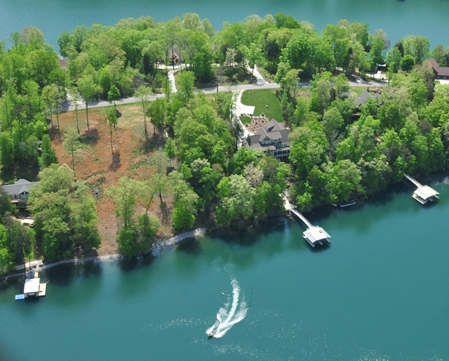 Discover the beauty of lakeside living on Norris Lake