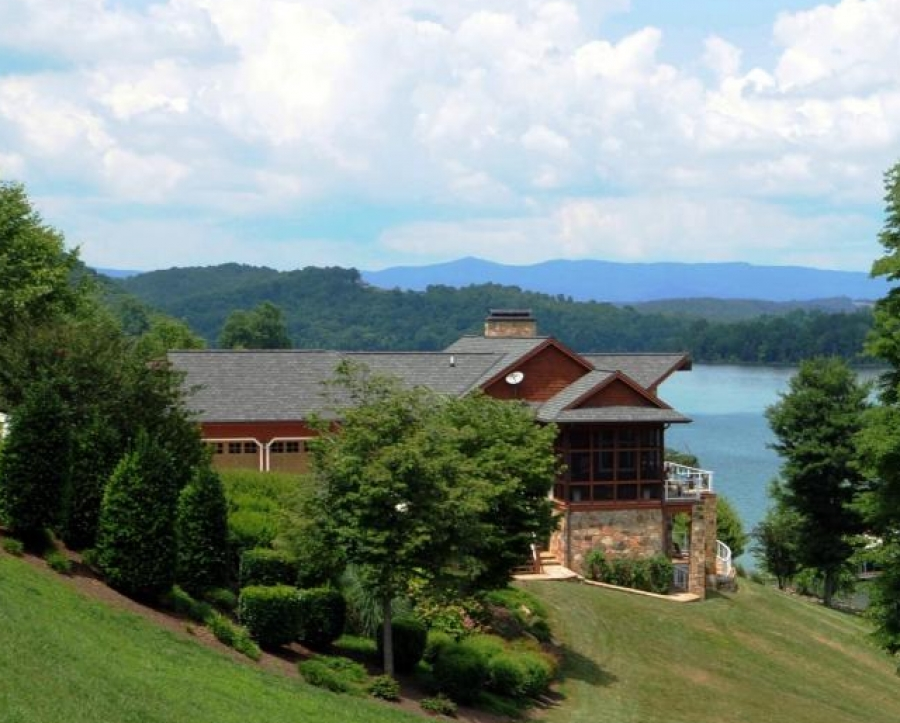 Luxury lake homes for sale on norris lake norris lake tn for Luxury lake house
