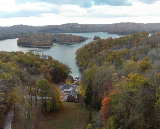 Norris Shores lake community on Norris Lake